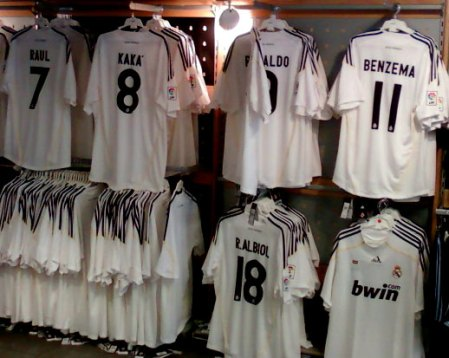 Ægte Real Madrid trøjer med officielt navn og nummer tryk