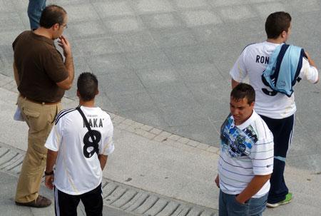 Real Madrid fans med Ronaldo og Kaka trøjer