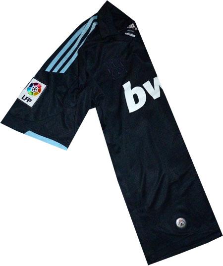 Real Madrid udebane trøje set med LFP mærke og hologram