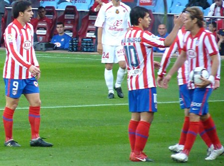 Diego Forlan og Kun Aguero - Atletico Madrid trøjer
