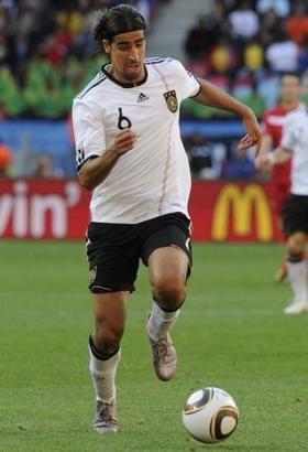 Sammi Khedira for Tyskland med nummer 6 på trøjen